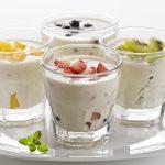 Йогурт в прозрачном бокале