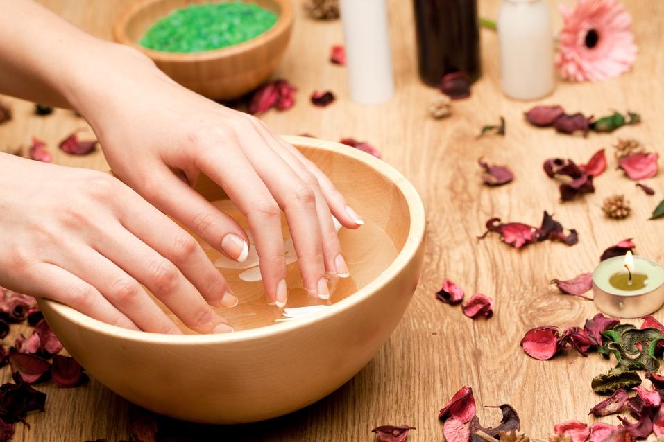Как делать ванночку для ногтей с солью