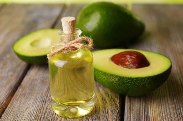 Масло и плоды авокадо