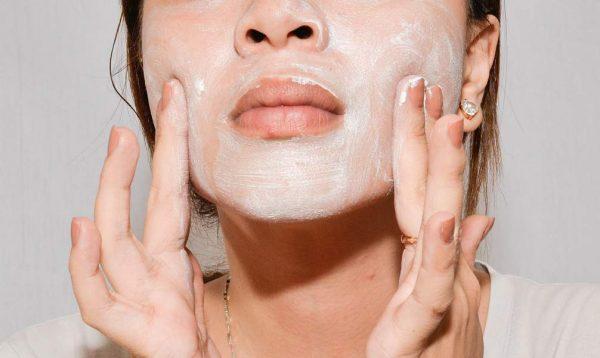 скрабирование кожи лица