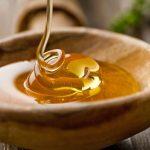 Мёд в деревянной миске