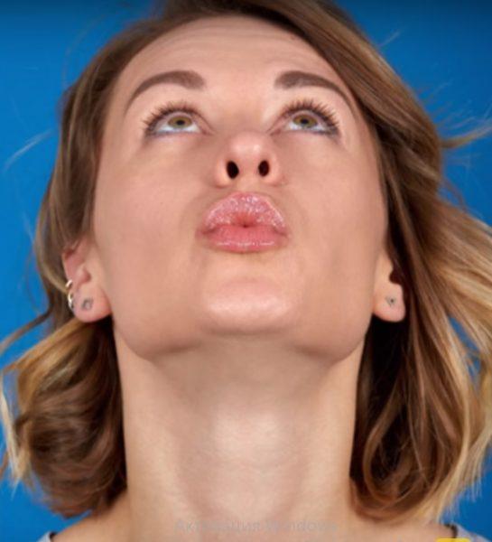 Упражнение «Высокий поцелуй»