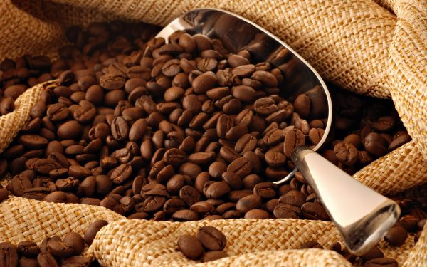 Зёрна кофе в мешке