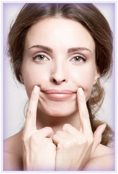 Поднятие уголков губ