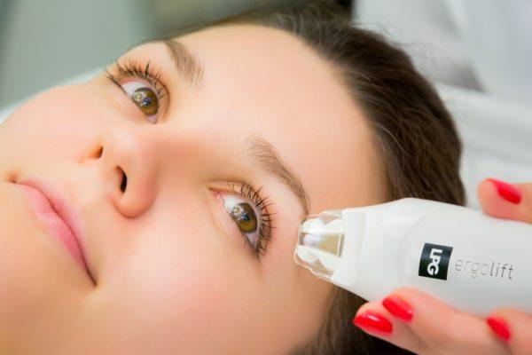 Ультразвуковой массаж вокруг глаз