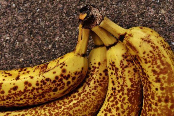 Четыре спелых банана