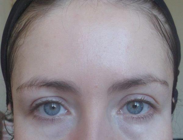 Гладкая кожа девушки после маски на основе сметаны