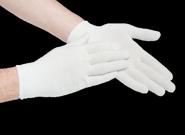 Перчатки на руках