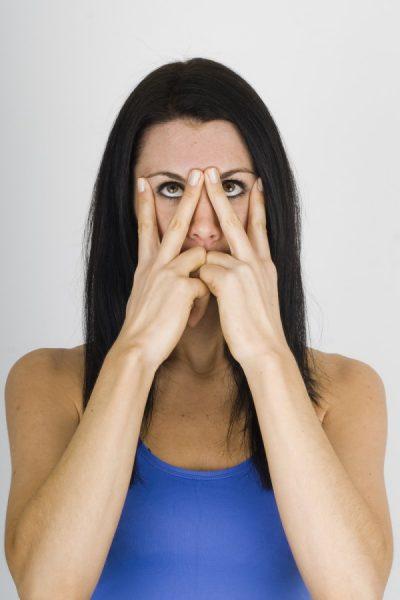 Упражнение для повышения упругости кожи вокруг глаз