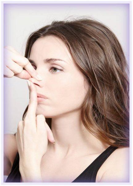 Вытягивание вниз верхней губы с удержанием кончика носа
