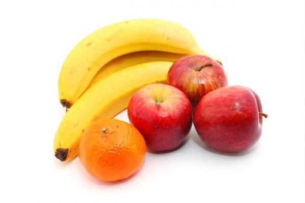 Фрукты: бананы, яблоки и апельсин