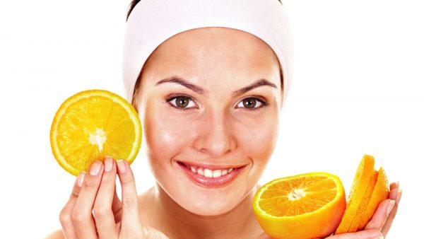 Апельсины и девушка