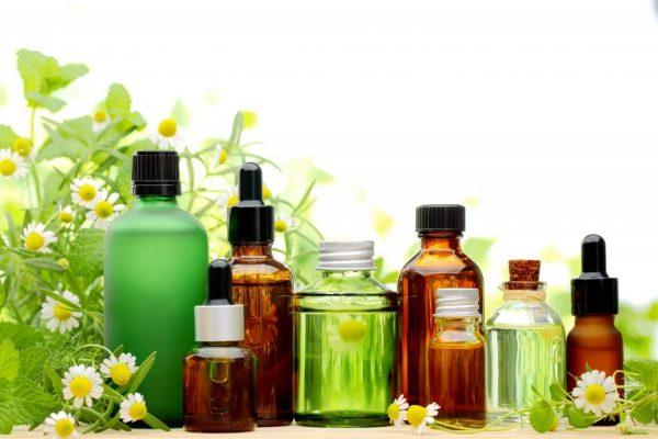 Эфирные масла в прозрачных бутылочках
