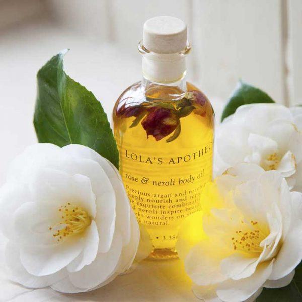 Масло нероли и белые цветы