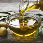 Оливковое масло в блюдце