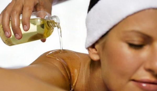 массаж с использованием кунжутного масла