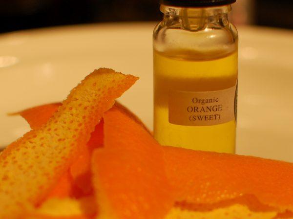 Сладкое апельсиновое масло и кожура