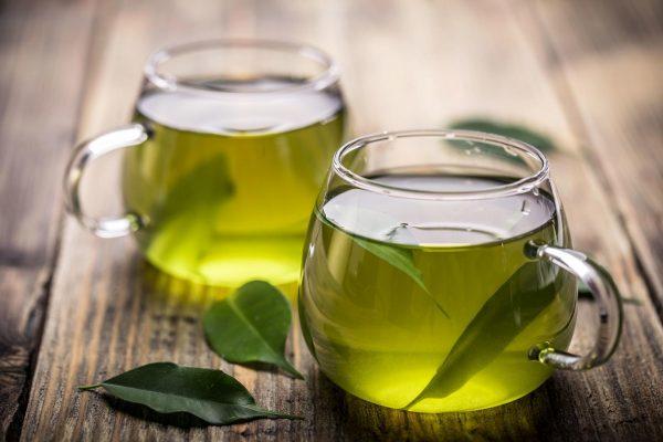Зелёный чай в стеклянных чашках