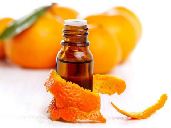 Апельсиновое эфирное масло в тёмной бутылочке