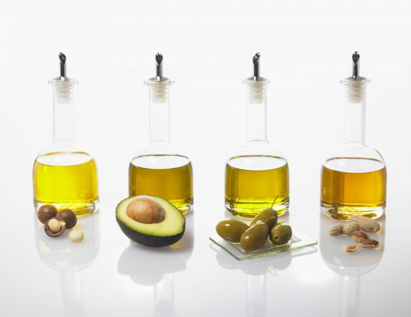 Бутылки с разными маслами