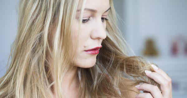Девушка с повреждёнными волосами