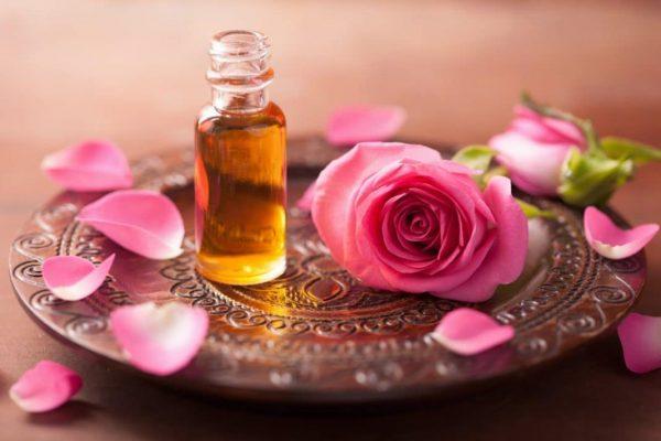Эфир розы в прозрачной бутылочке