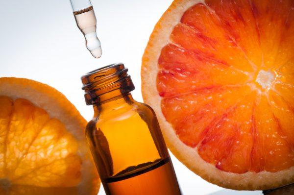 Грейпфрут в разрезе и масло