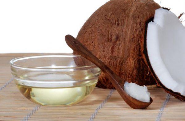 Кокос и масло в пиале