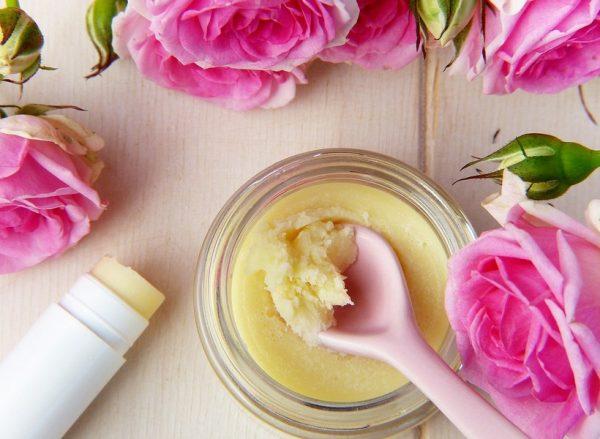Натуральный бальзам для губ и розы
