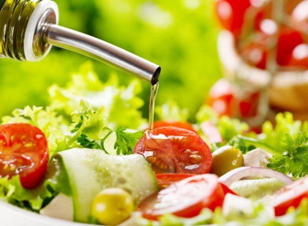 Зелёный салат с миндальным маслом