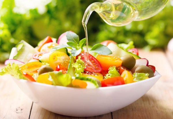 салат с заправкой из льняного масла