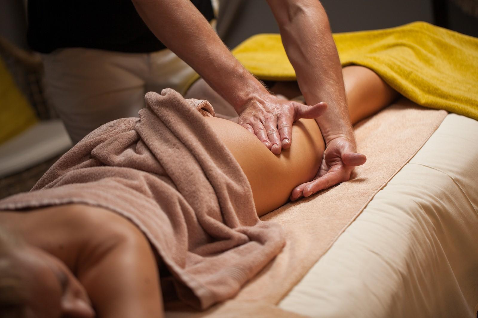Антицеллюлитный массаж в домашних условиях. Техника выполнения для живота, бедер и ягодиц, отзывы, эффективность, фото до и после