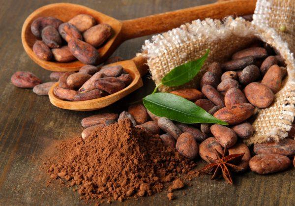 Какао-бобы и порошок