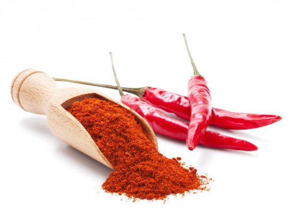 Красный перец в стручках и молотый