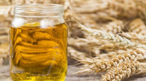 Масло зародышей пшеницы в прозрачной банке