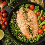 Стейк из рыбы с овощами