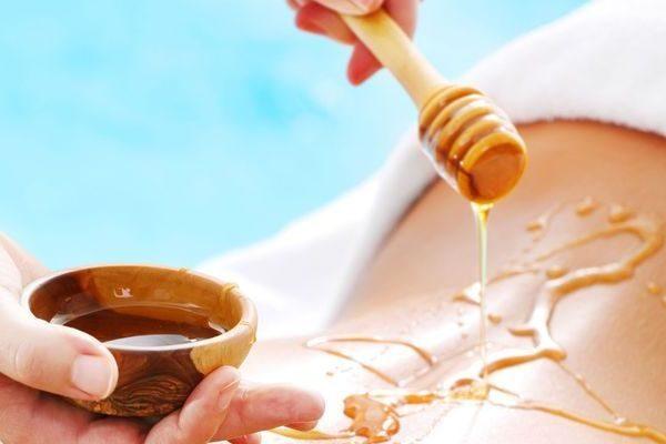 Тело девушки и мёд
