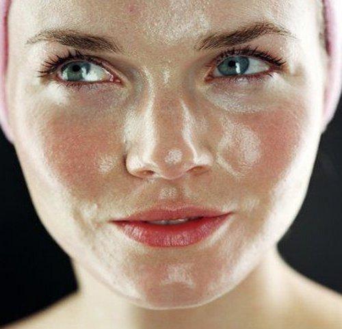 Лицо девушки с жирным типом кожи