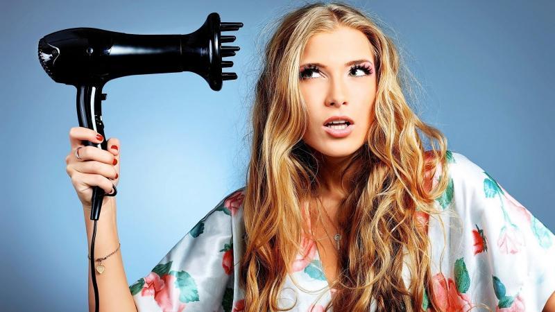 Фен для волос - неотъемлемый прибор, который есть в арсенале каждой современной представительницы прекрасного пола