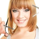 Женщина с ножницами