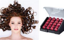 Девушка с завитыми волосами и коробка бигуди