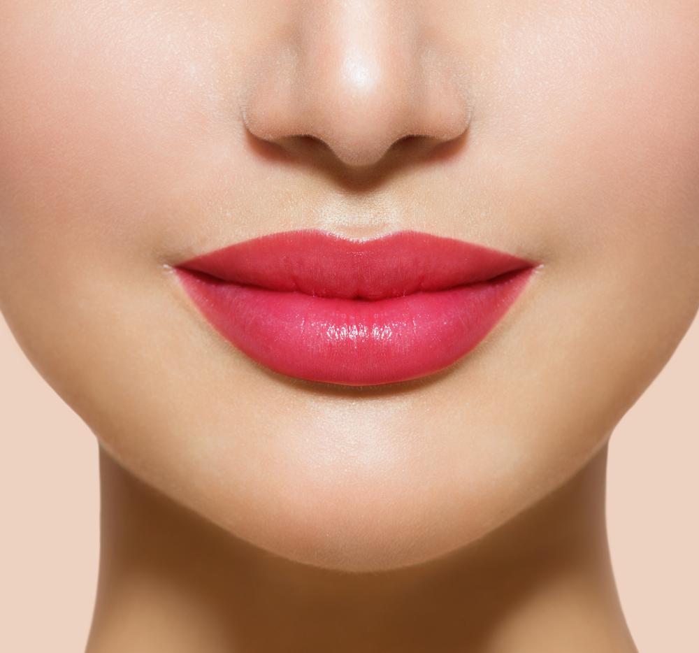 лицо кода губы усики