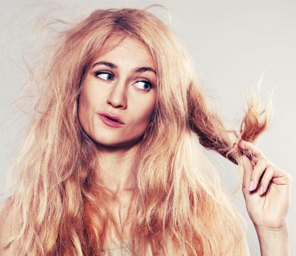 Очень повреждённые обесцвеченные волосы