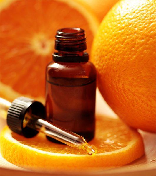 Пузырёк с маслом и апельсины