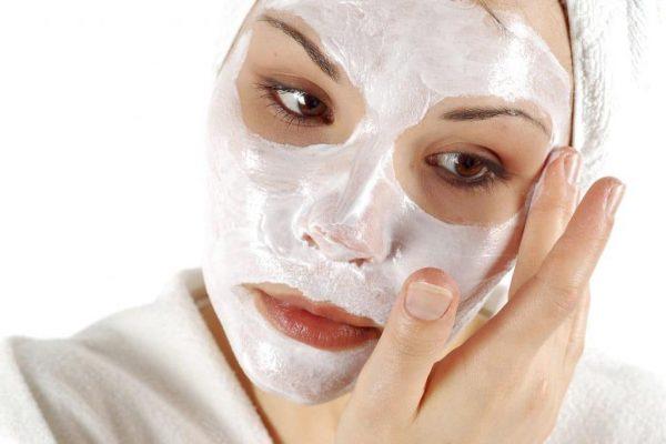 Кефирная маска на лице