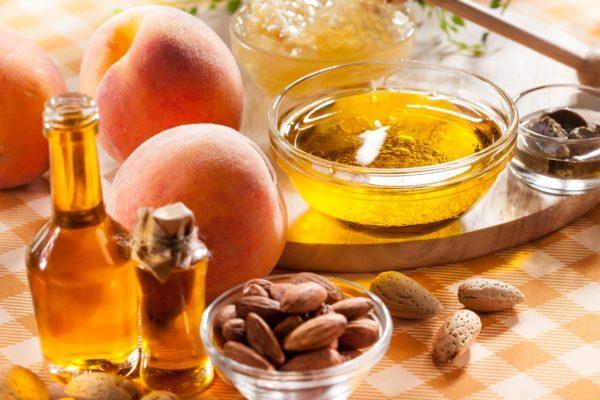 Маска из натурального мёда и персикового масла