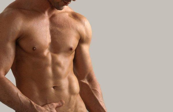 Мужчина с голым торсом