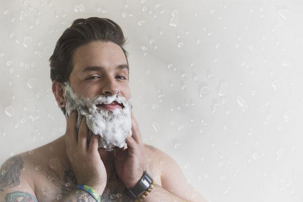 Мытьё бороды шампунем