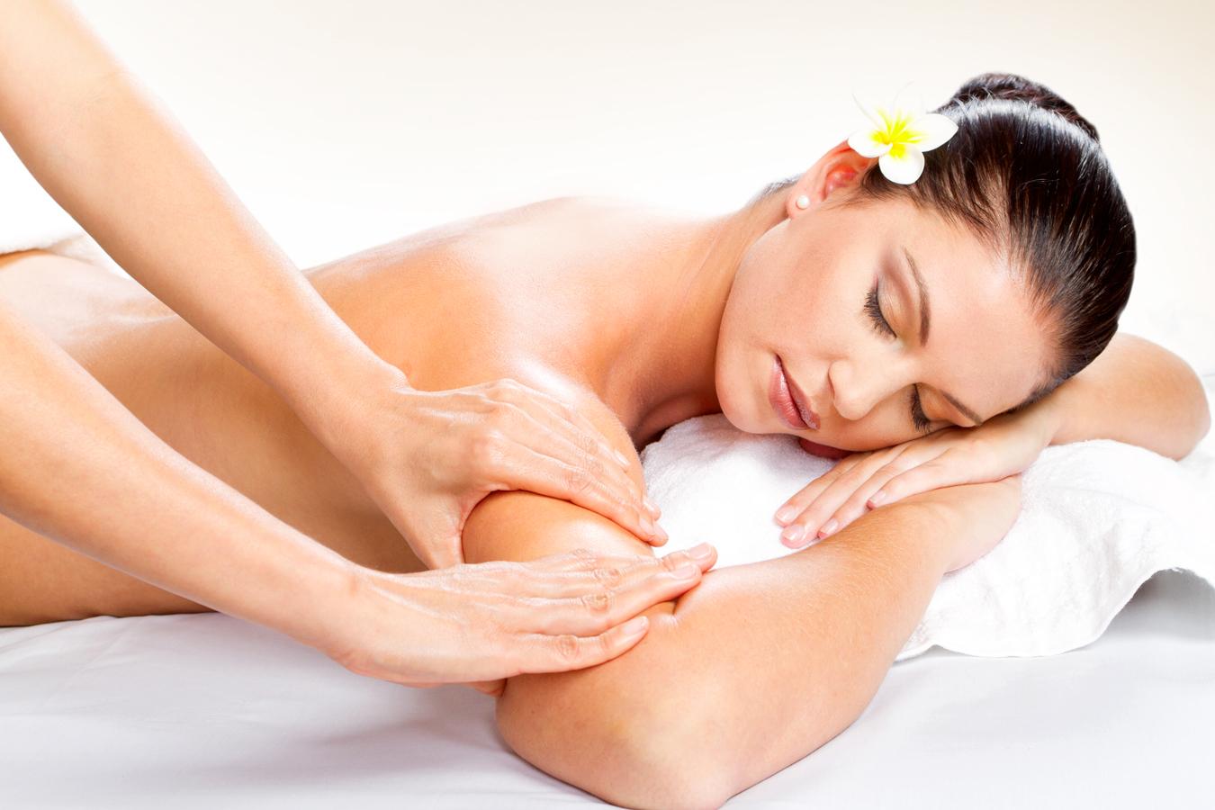 Интимный массаж девчонки делают массаж