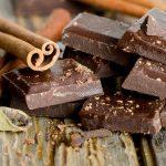 Шоколад, разломанный на дольки